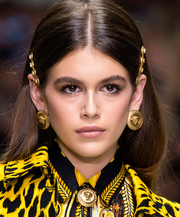 hair-accessories-barrettes-versace-spring-2018