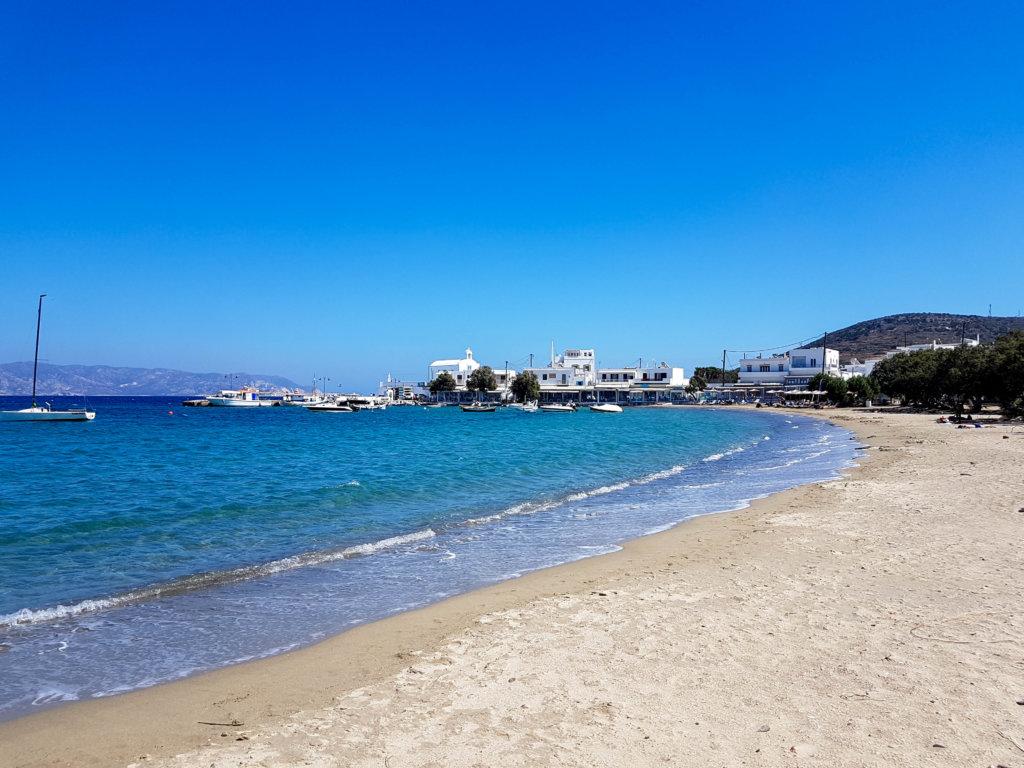 חוף פולוניה באי מילוס יוון